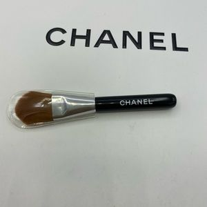 New CHANEL mini foundation brush